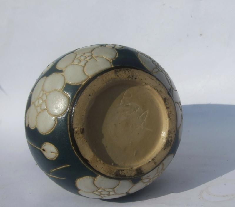ID for Art Nouveau style incised decoration vase Nou410