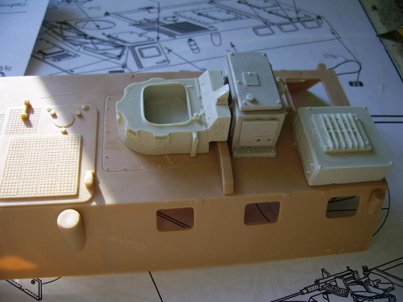 Vab  sanitaire Heller 1/35 et kit Azimut production  Vab_sa11