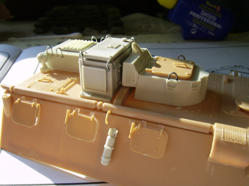 Vab  sanitaire Heller 1/35 et kit Azimut production  Vab_sa12
