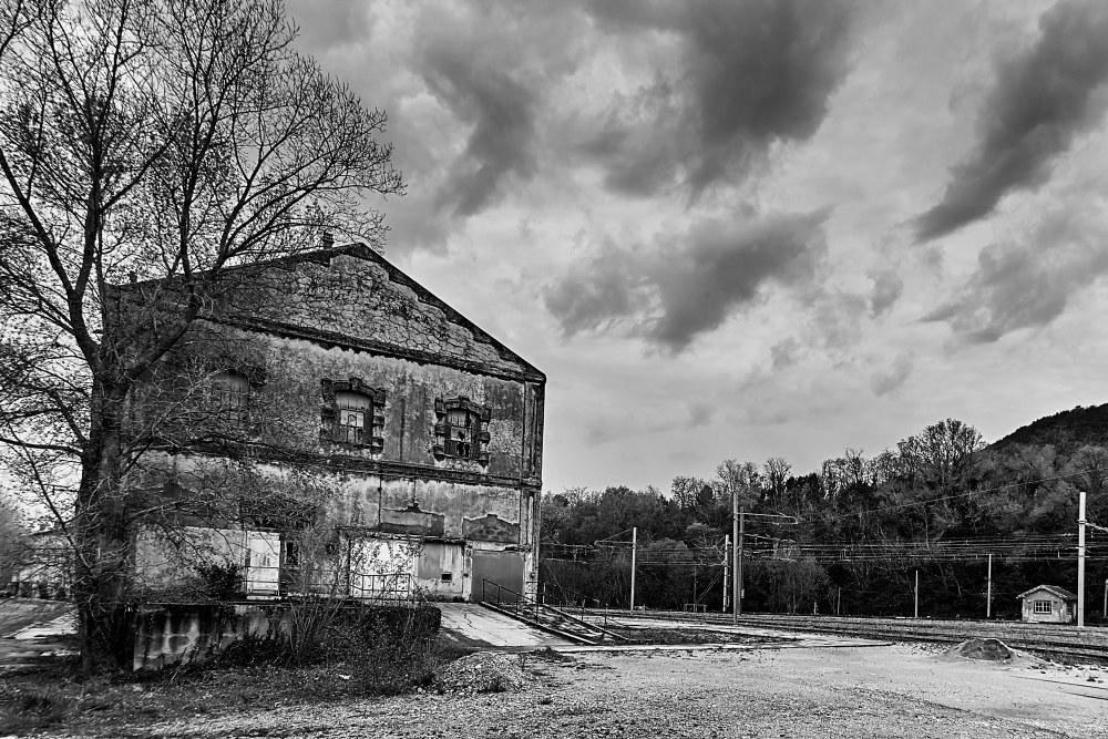 La cité blanche - Le Teil (07) - 02/02. Série.  P1000110