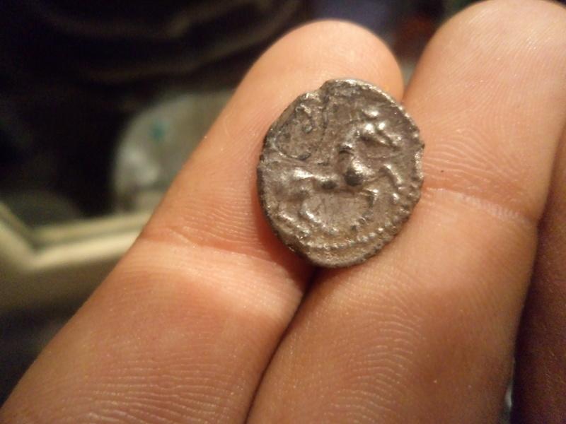 Identification monnaie celte ou gauloise en electrum Dsc00510
