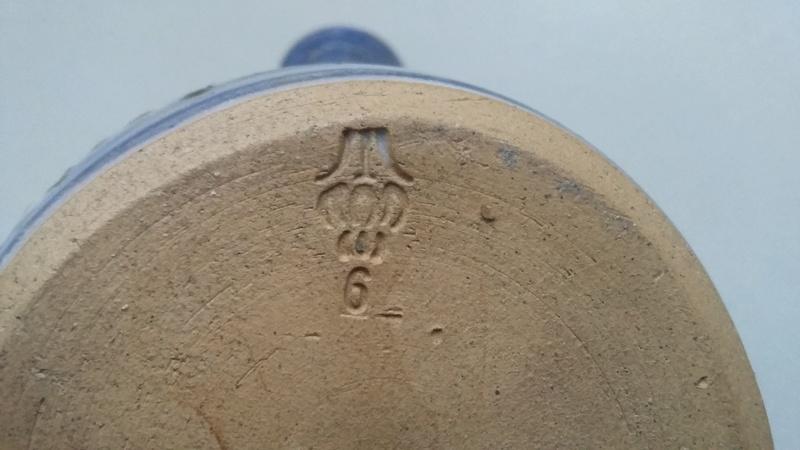 Unidentified mark on decorative small teapot 20161217