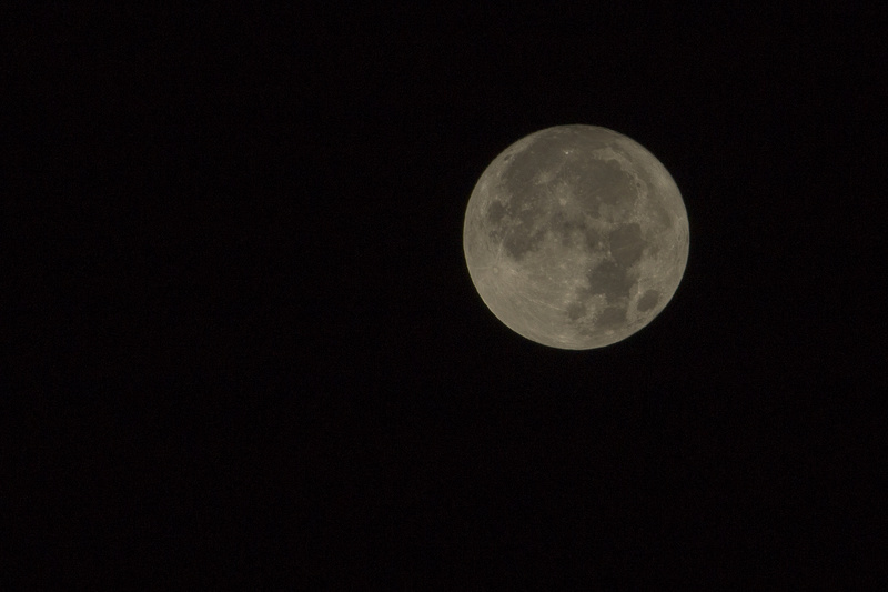 Super Moon, hazy  Lune110