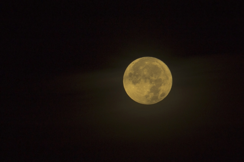 Super Moon, hazy  Lune210