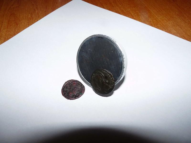 Des monnaies qui s'aimantent P1180011