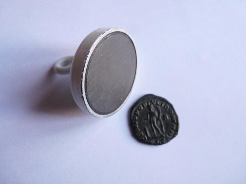 Des monnaies qui s'aimantent P1180016