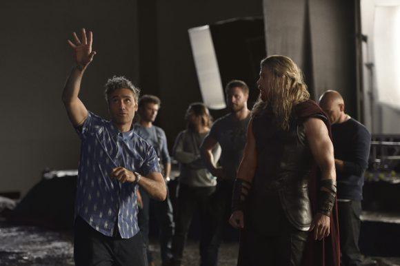 Thor: Ragnarok - Synopsis et première image officielle ! Thor-r10