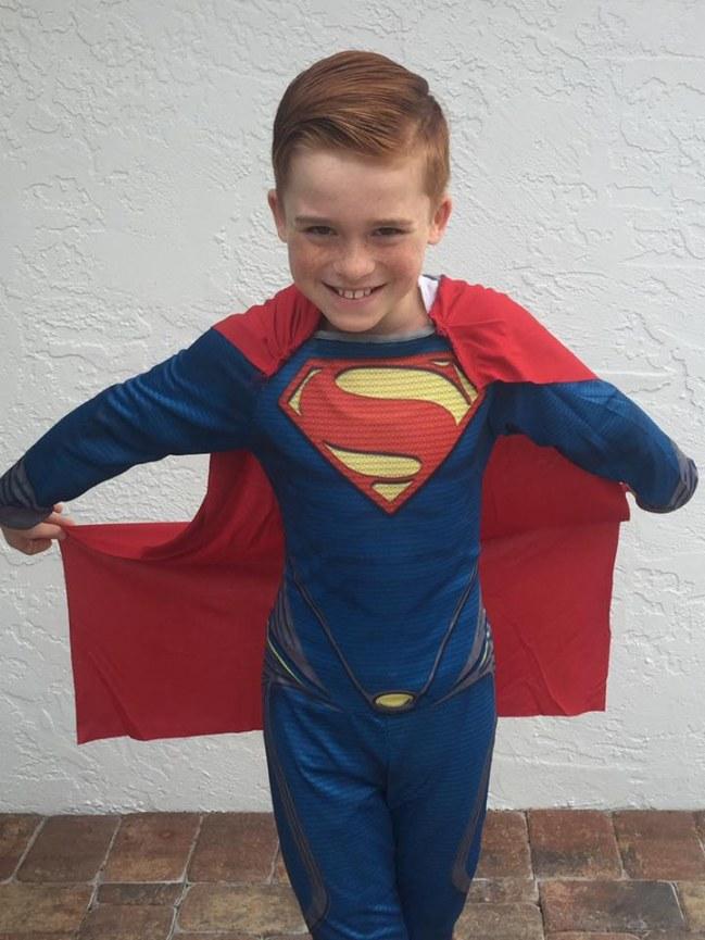 un petit gars se déguise en marie antoinette pour halloween Liam-e10