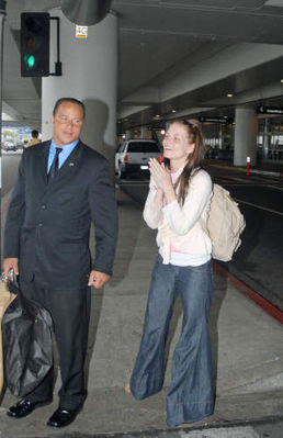 Avec Jesse Spencer à l'Aéroport (21.05.2006) Normal19