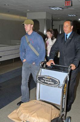 Avec Jesse Spencer à l'Aéroport (21.05.2006) Normal20