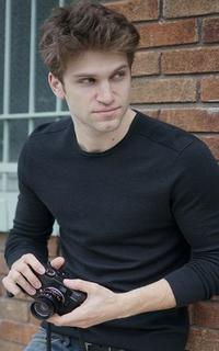 Keegan Allen (Toby Cavanaugh) - Avtar 200*320 154