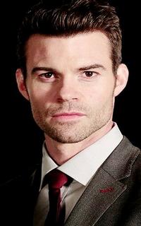 Daniel Gillies (Elijah Mikaelson) - Avatar 200*320 213