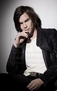 Tyler Blackburn (Caleb Rivers) - Avatar 200*320 239