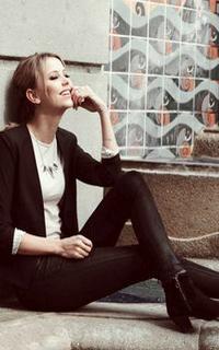 Riley Voelkel (Freya Mikaelson) - Avatar 200-320 419