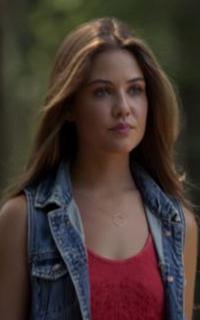 Danielle Campbell (Davina Claire) - Avatar 200*320 540