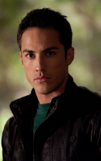 Michael Trevino (Tyler Lockwood) - Avatar 200*320 553