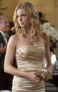 Emily VanCamp ( Emily Thorne / Amanda Clark )  571