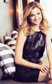 Emily VanCamp ( Emily Thorne / Amanda Clark )  671