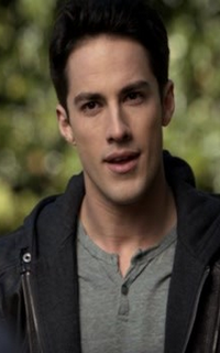 Michael Trevino (Tyler Lockwood) - Avatar 200*320 854