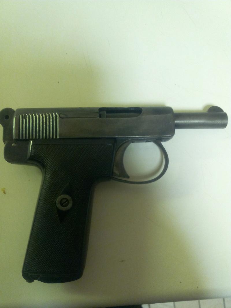 pistolets automatiques webley & scott - Page 2 Img_2032