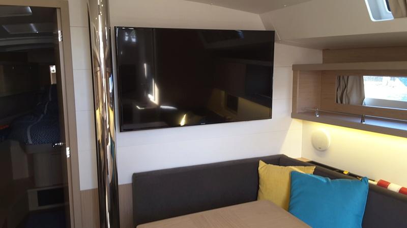 Installation TV dans Oceanis 45 20161111