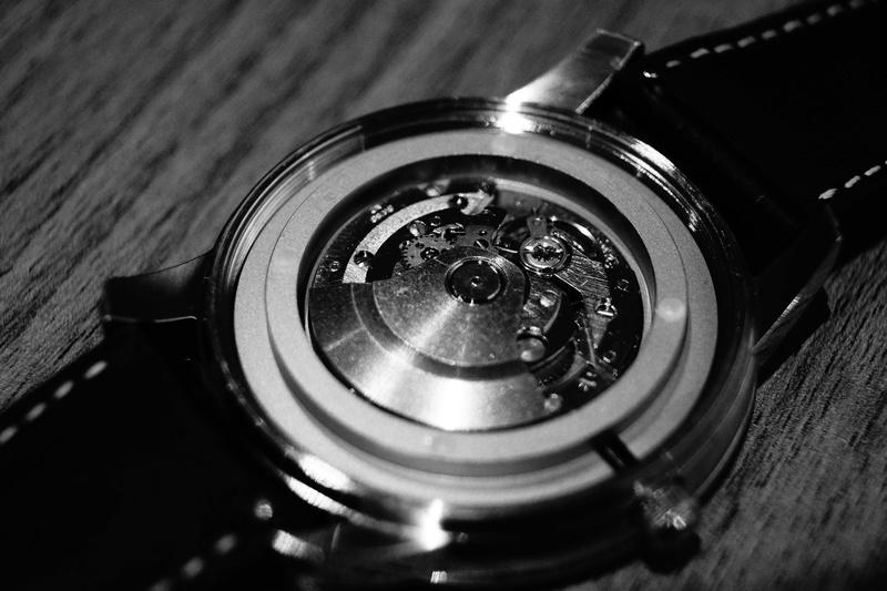 Humbert Droz Nouvelle marque Française avec ses 4 générations d'horlogers  Dsc02610
