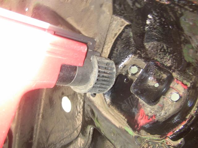boulons cassés,  suspensions arriere, comment reparer Img_7915
