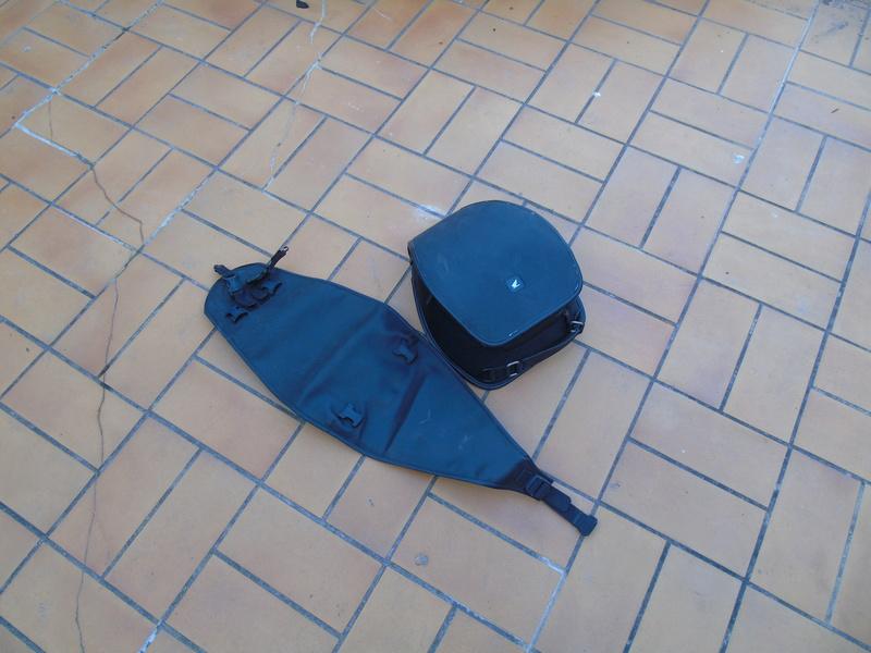Vends sacoche réservoir HONDA avec tapis Dsc02011