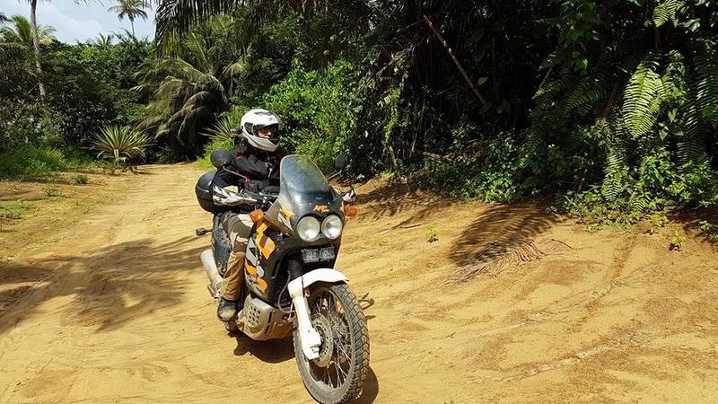 Amoureux fou de mon Africa Twin 750 RD04 14991910