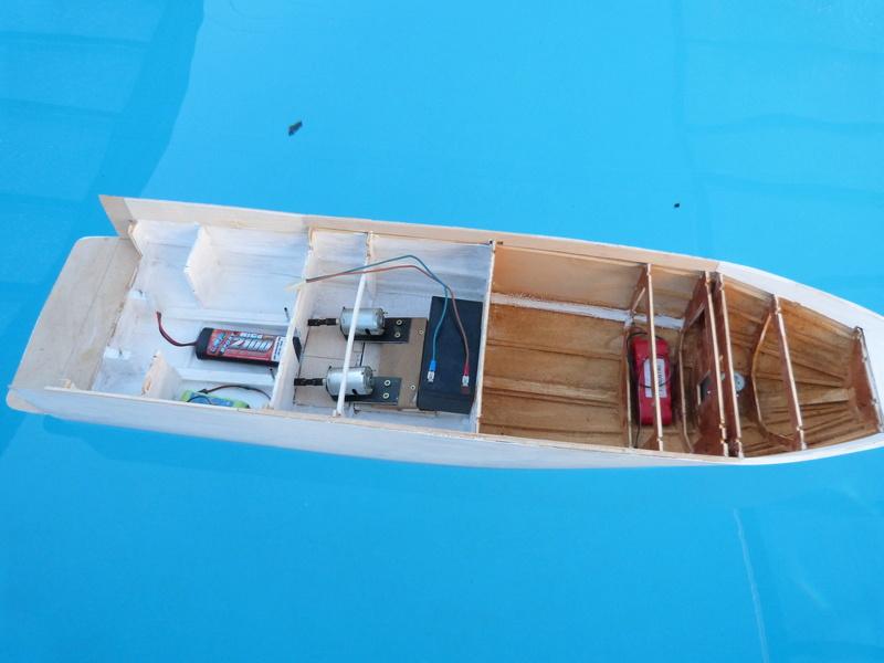 Yacht flybridge au 1/25eme - Page 3 P1070720