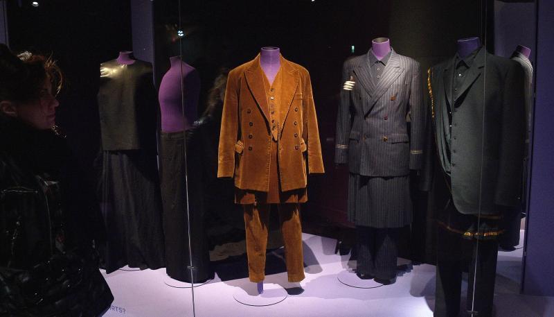 La mode et le vulgaire, quand la nouveauté fait scandale B9710610