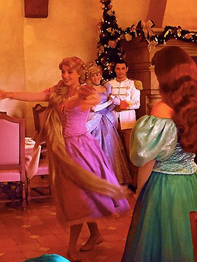 Un Noël féerique entre mère et fille au Castle Club [TR terminé] - Page 2 Photo129
