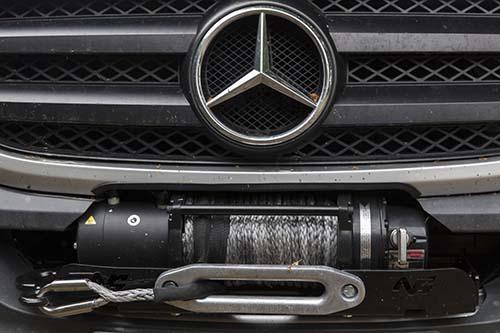 """Présentation de """"Jumbo"""" Independent Mercedes Sprinter 4x4 - Préparation et voyages Treuil10"""