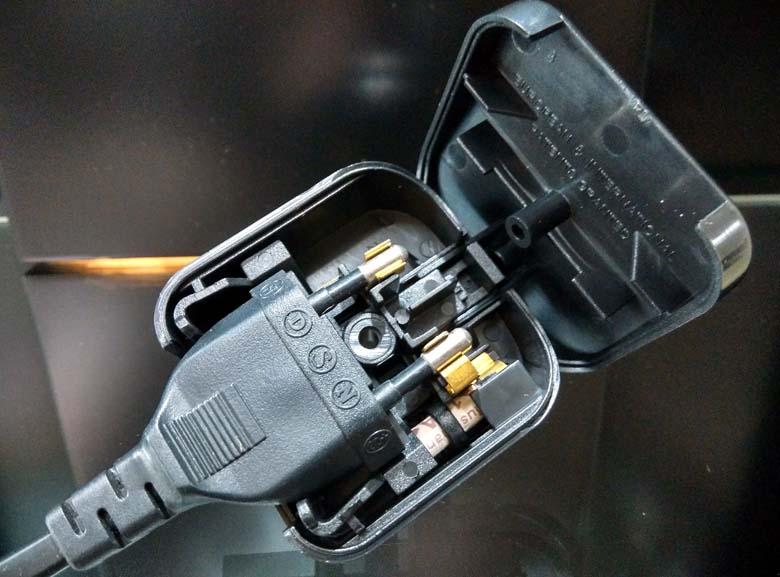 2-Pin Euro Plug to 3-Pin UK Mains Adapter 2pin_a10