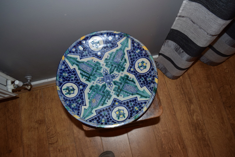 Large Blue white decorated charger, Spanish? - Moroccan  Dsc_0050