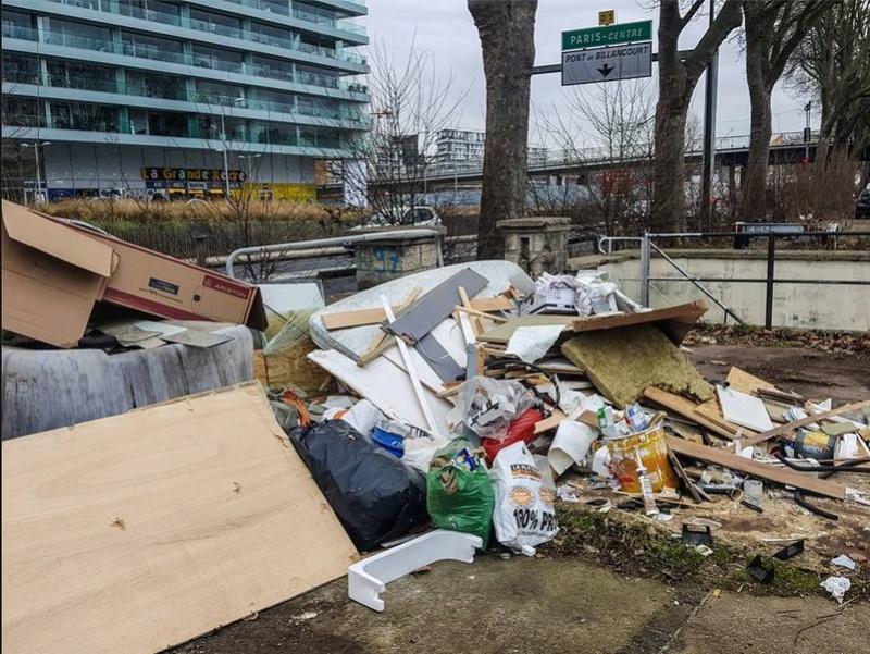 Encombrants, poubelles et caddies Clipbo38