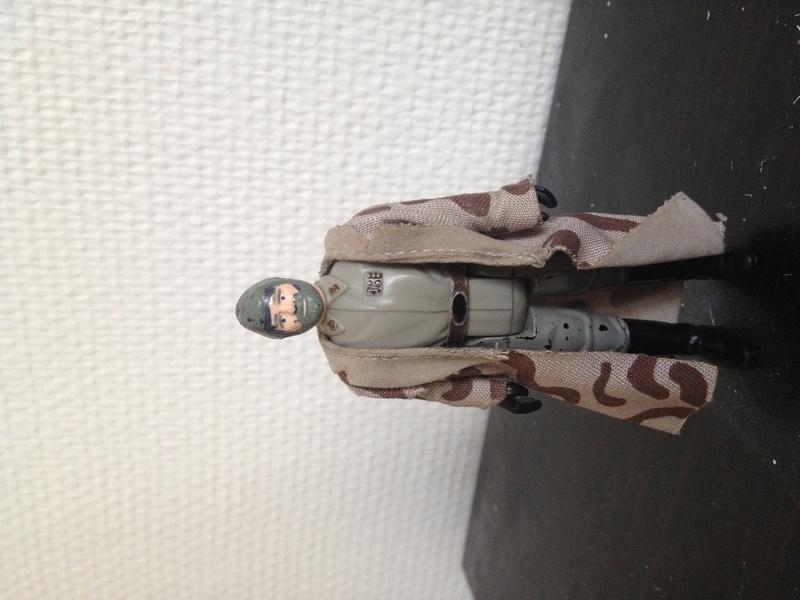 Identification d'une figurine Img_1011