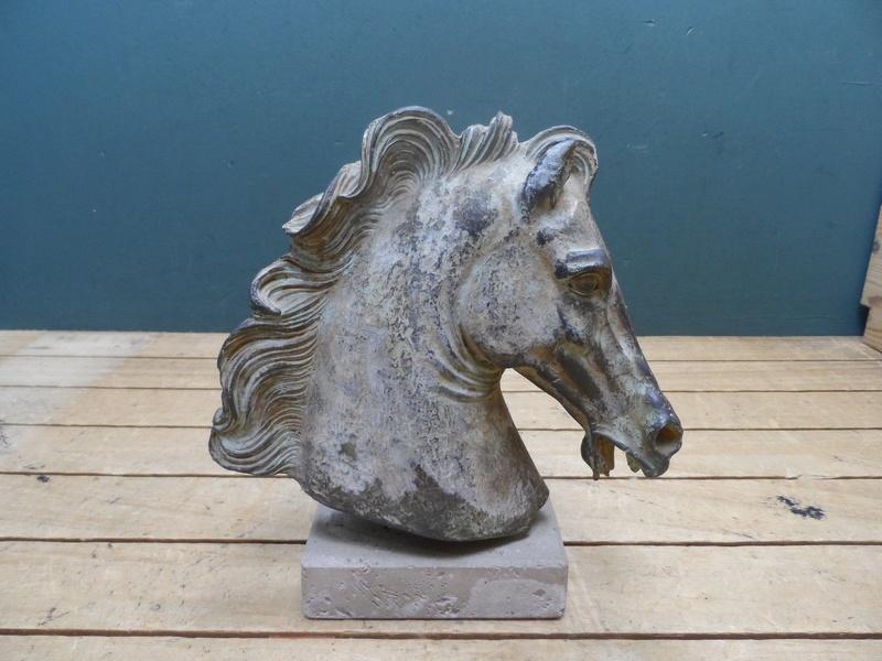 Horse head sculpture S-l16043