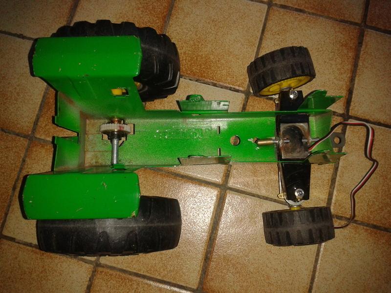Tracteur TONKA 2011-059