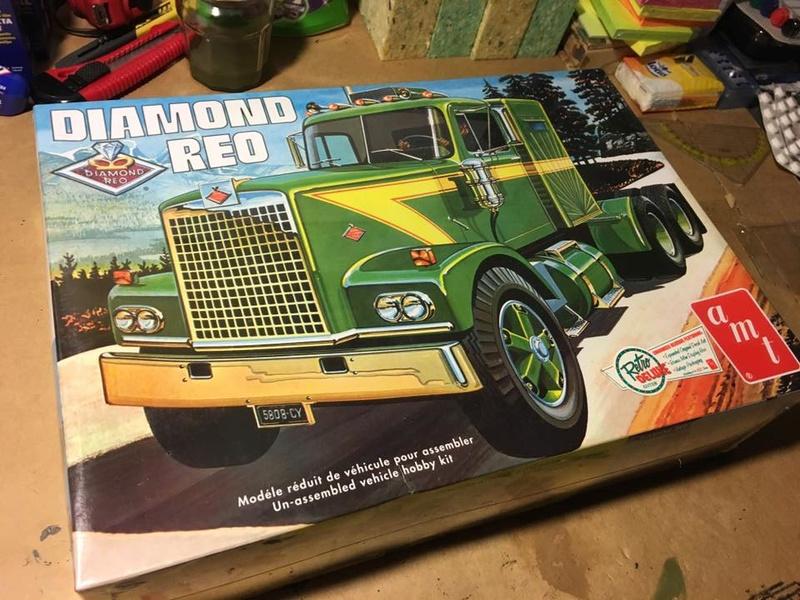 AMT 1/25 719 Diamond Reo Tractor 16115010