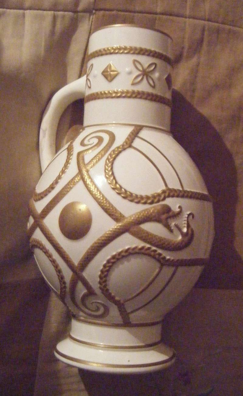 Jug/ vase/ urn thing What can you tell me about this ? V411