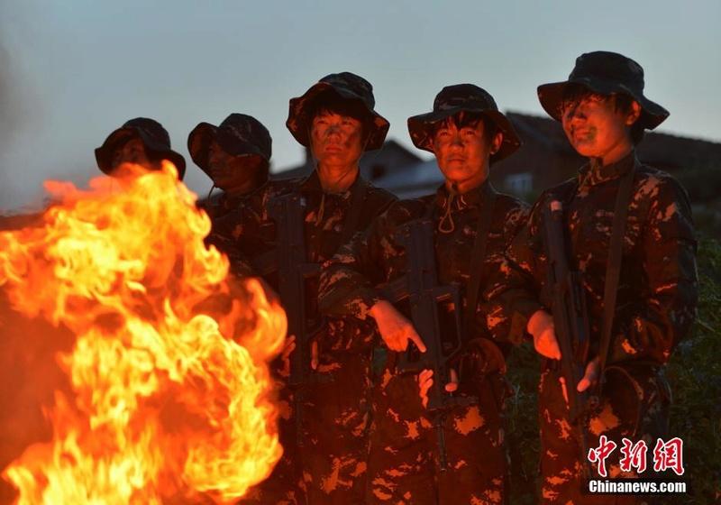 soldates du monde en photos - Page 8 12697911
