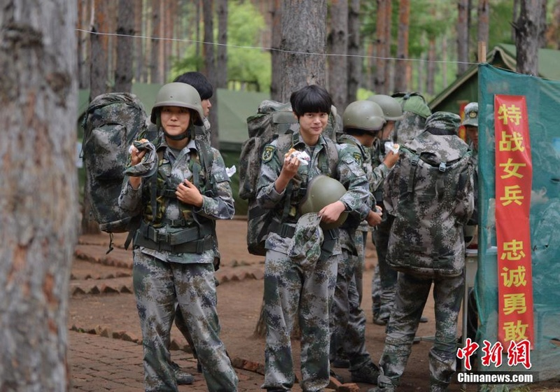 soldates du monde en photos - Page 8 12697914