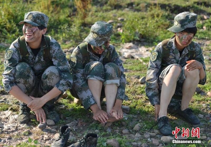 soldates du monde en photos - Page 8 12697915