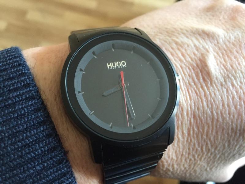 Quelle est cette montre Hugo boss ? Img_1012