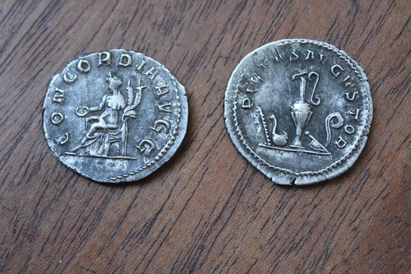 Est-ce que ces pièces romaines sont authentiques ? Img_3716