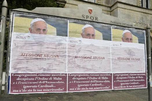 Rome : campagne d'affiches contre le Pape Img_5711
