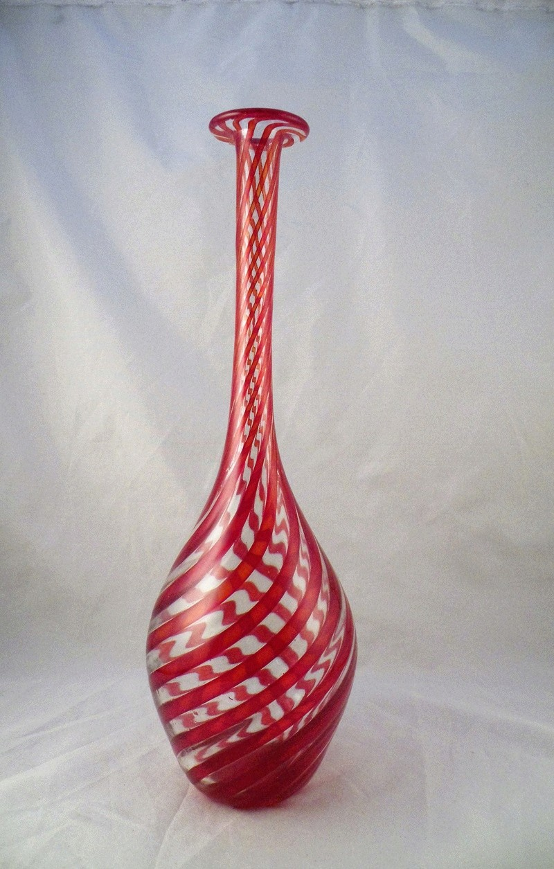 A hand blown vase with swirling a red stripe Dscf6017