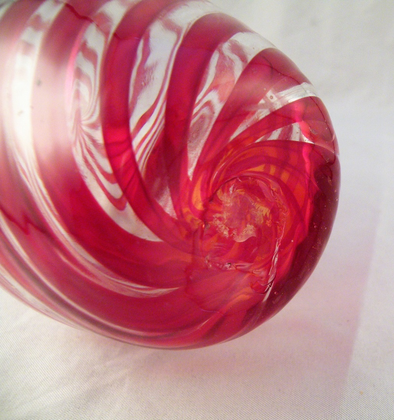 A hand blown vase with swirling a red stripe Dscf6018