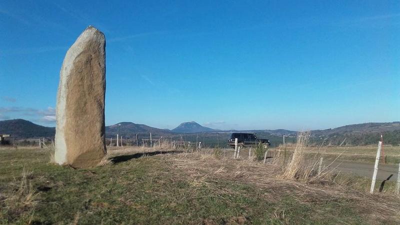 Les Terres d'Arvernis avril 2017 Menhir10